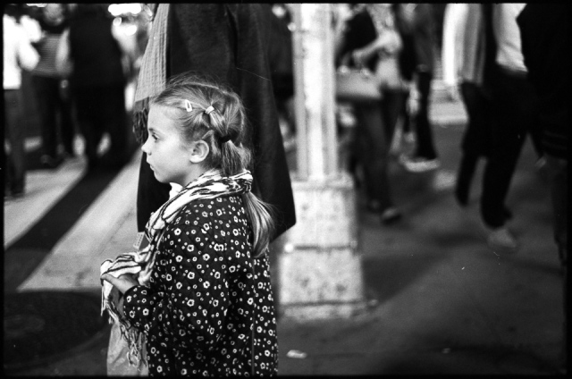 25 Oct. 2015 - New York City - Sunday nights seem just as crazy as Saturday nights when you're in Times Square. Every now and then, you find a calm moment like this one, between daughter and father. ©Eryn Shaffer