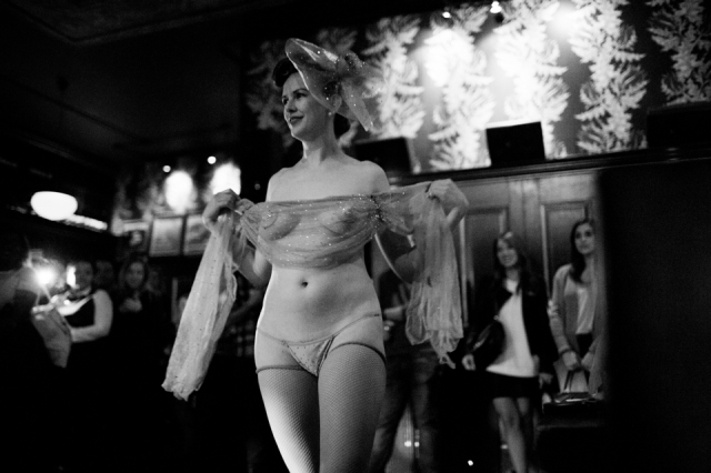 Bettina May is the first person to recieve a 'genius' green card in the field of burlesque. She is received with a standing ovation at the Hotel Chantelle in the Lower East Side. ©Sarah Blesener