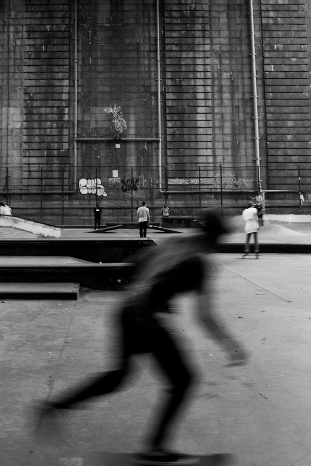 A young adult skates underneath the Manhattan Bridge, Lower East Side. ©Sarah Blesener