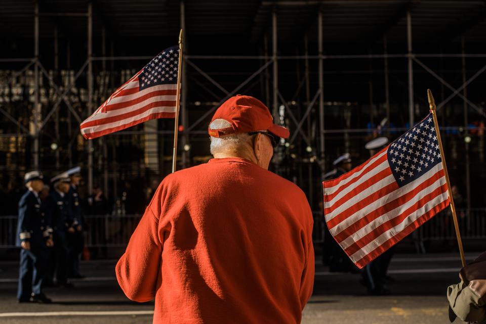 A veteran waves his flag at America's Parade on November 11, 2015. ©Leda Costa